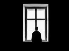 تنهایی چگونه بر مغز و بدن تأثیر میگذارد؟