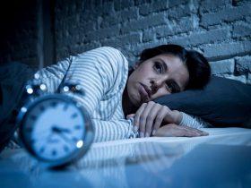 9 تا از بهترین غذاها و نوشیدنی برای تقویت خواب