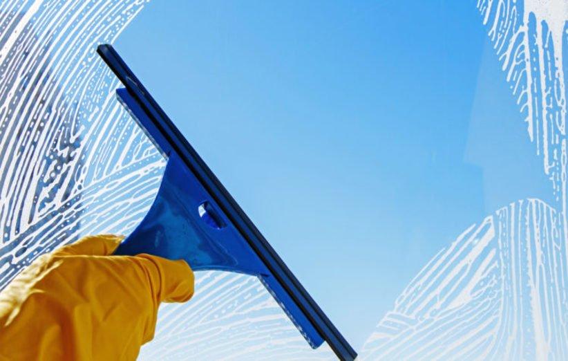 بهترین روش برای تمیز کردن پنجرهی دوجداره
