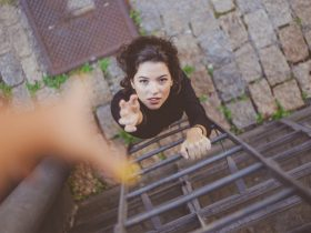 ۱۶ انتظار بیجا از دیگران که مانع خوشبختی شما میشوند