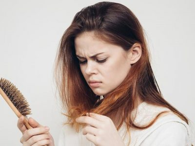 آیا آکوتان باعث ریزش مو میشود؟