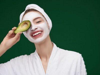 طرز تهیهی ۱۰ ماسک صورت آووکادو برای پوستهای مختلف
