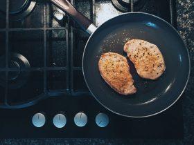 5 روش که باعث خراب شدن ظروف نچسب آشپزخانه میشود