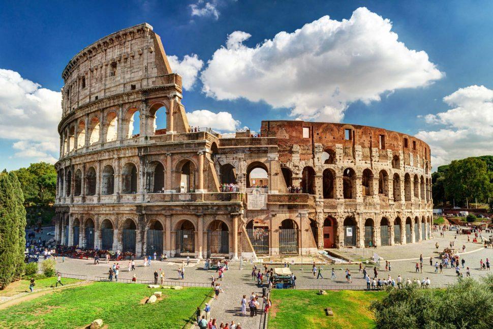 کولوسئوم یا کولوسئو بزرگترین بنای تاریخی از امپراتوری رم است